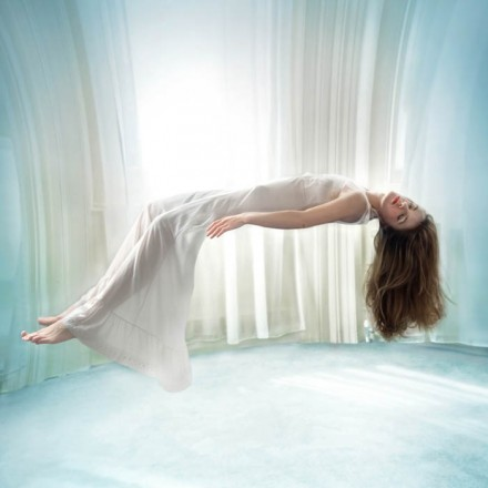 Miss Aniela Levitation (11)