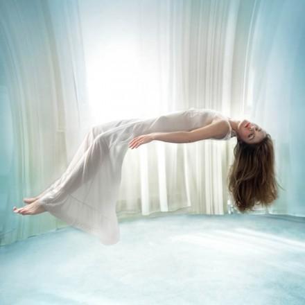 Miss Aniela Levitation (11)