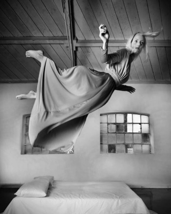 Miss Aniela Levitation (9)