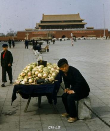 Tiananmen Square in the 1960′s (Via Weibo)© Unknown